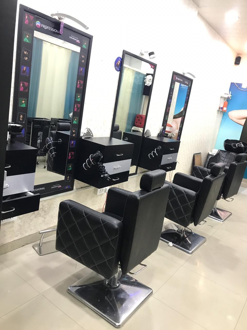 Ellcanes Unisex Salon -Get Root touch up in 499 Only