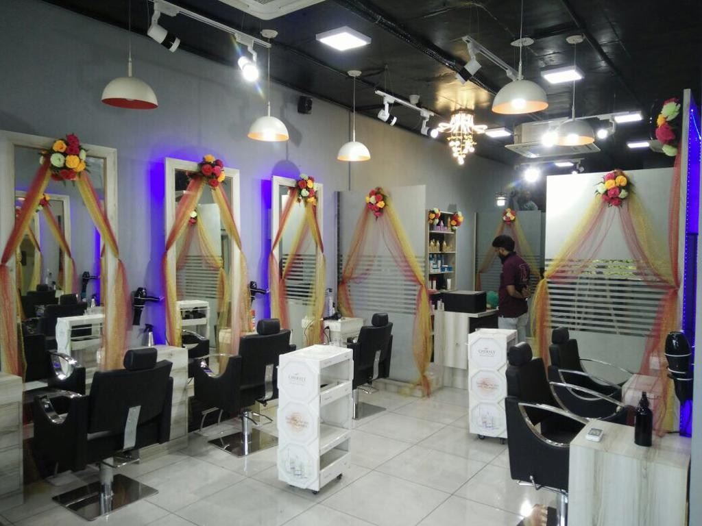 Blonde Studio (A family salon) Mohali -Get six root touch up or six nursing hair spa with professional products Rs. 2999 only