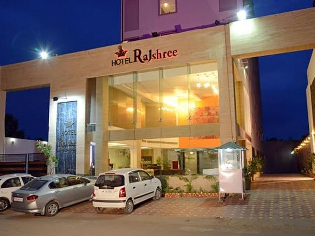 Hotel Rajshree Chandigarh - Get Weekend Offer Non Veg Meal for 2 Person in Rs 699