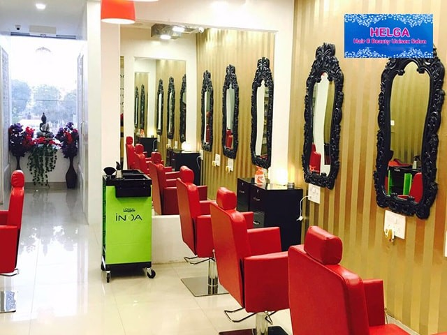 Helga Unisex Beauty Salon  - Get 7 Beauty Service for Men in Rs.599 Only