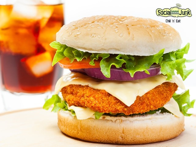 Social Junk Panchkula- Get Veg Burger with Mock-tail at Affordable Price