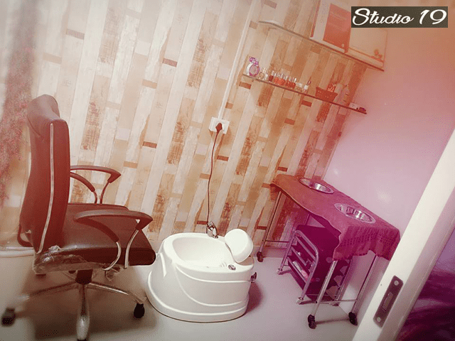 Studio 19 Unisex Salon-Haircut For Men in Just Rs.70 Worth Rs.100