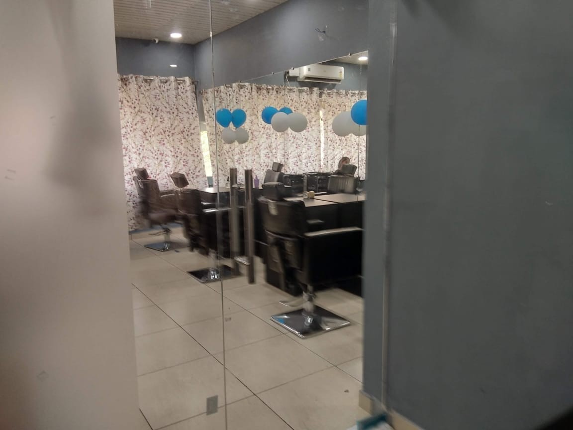 Alloraa Salon & Spa Mohali - Get Any 4 services in 349 Only