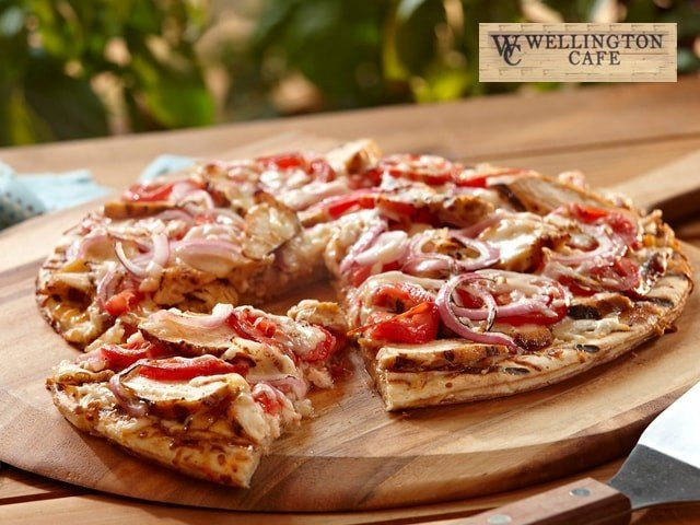 Wellington Cafe-Get 1 Grilled Chicken Pizza (10In) + 2 Virgin Mojito in Rs. 225 Only