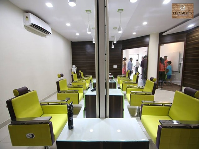 Oxymora Panchkula- Hair Cut, Hair Wash and Blow Dry in just Rs.199