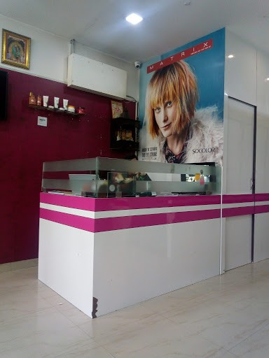 Makefly salon mohali -Get 5 services for Female in just Rs.349 Only