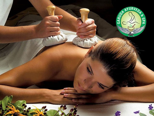 Life Line Spa Chandigarh - Enjoy Ayur kizhi(potali) Massage in Just Rs.1399
