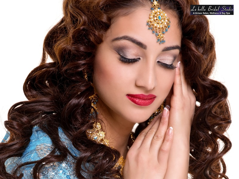LA Bella Mohali- Grab Deal Of Light Party Makeup On Discount