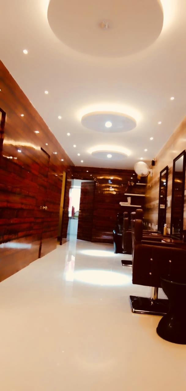 Jukero Unisex Salon Mohali- Get Root Touch up with Hair Wash  In Just Rs.350